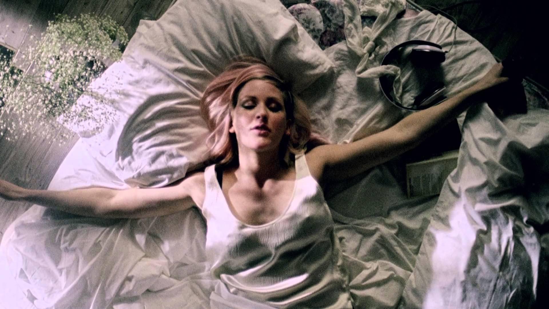 Official Video: Ellie Goulding – Figure 8
