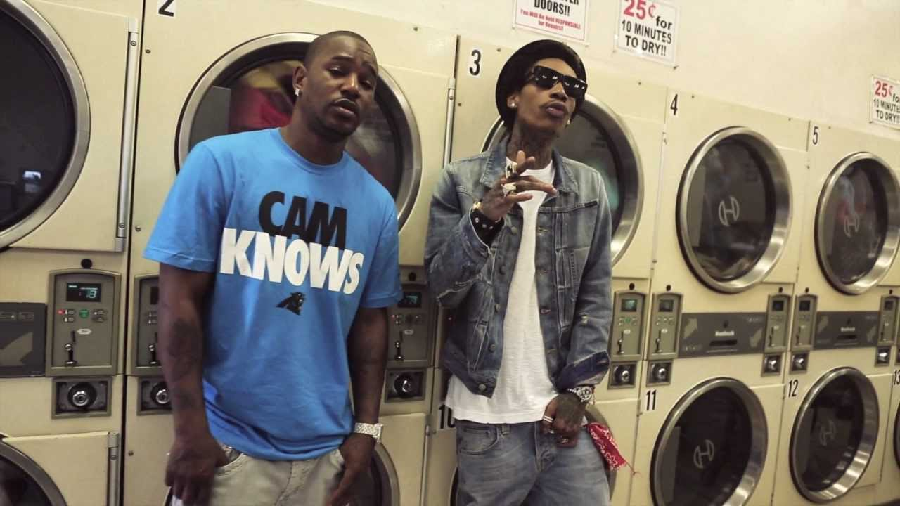 Official Video: Wiz Khalifa Feat. Camron – The Bluff