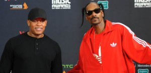 US rappers Dr Dre (L) and Snoop Dog (R)