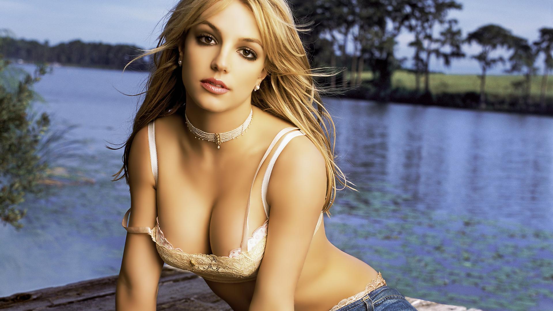 Britney Spears feat. Iggy Azalea – Pretty Girls (Video)