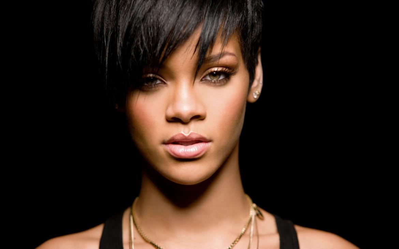 Rihanna – American Oxygen (Video)