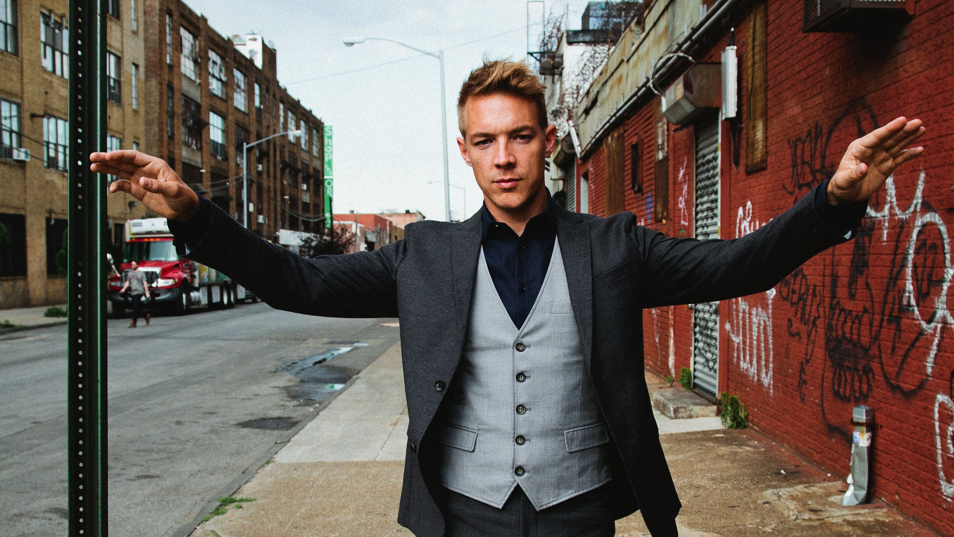 DJ Fresh & Diplo feat. R. City, Selah Sue & Craig David – Bang Bang (Video)