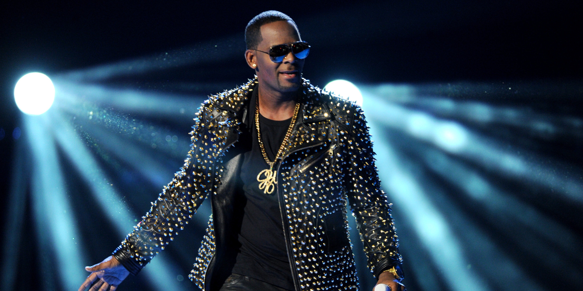 R.Kelly feat. Tink – Put The Guns Down