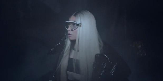 Ariana Grande feat. Nicki Minaj – The Light Is Coming (Video)