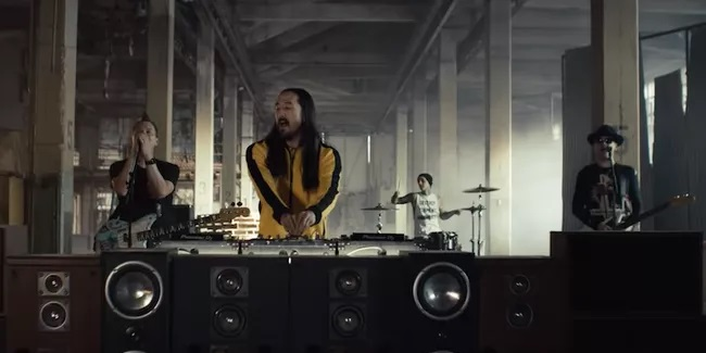 Steve Aoki feat. blink 182 – Why Are We So Broken (Video)