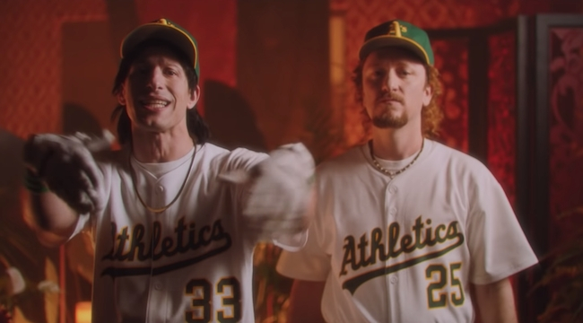 The Lonely Island feat. Sia – Oakland Nights (Video)